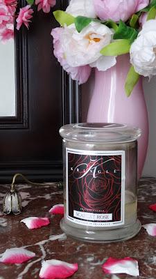 #kringlecandle #kringle #yankeecandle #candleaddict #bougieparfumée #bougieaddict #cireparfumée #waxmelt #scentedcandle #webinfluencer #influenceur #passionbougie #parfum #cocooning #homesweethome #homefragrance #parfumdambiance #blogdeco #blogbougie #bloglifestyle #candleblog #candleblogger #revuebougie #candlereview #bougie #candle #avisbougie #avis #fragrance #scarletrose