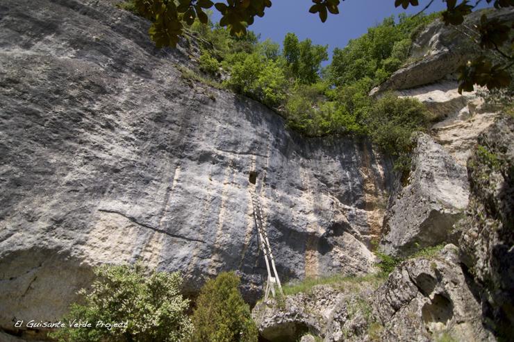 Laugerie Basse atalaya, Les Eyzies de Tayac - Dordoña Perigord por El Guisante Verde Project