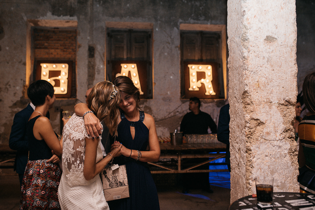 boda en madrid la estacion industrial wedding blog atodoconfetti laure sagazan vestido novia