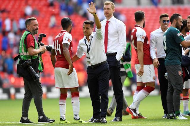 Sanchez ở lại Arsenal và ra đi với giá 0 đồng
