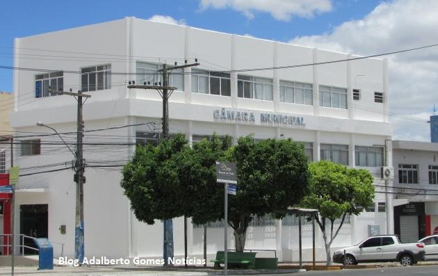 Câmara de Vereadores de Delmiro Gouveia firma contrato de R$ 78 mil para prestação de serviços advocatícios