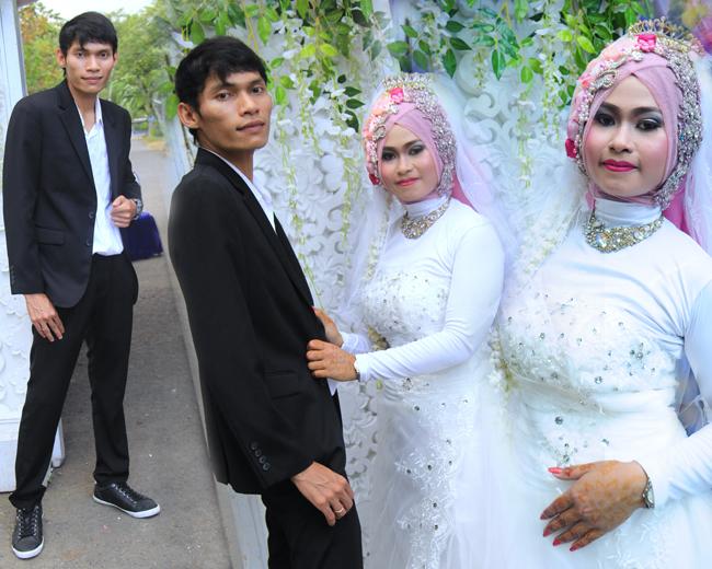 Final Design Foto Kolase Prewedding & Wedding TITIN & SAEP | KLIKMG Fotografer Wedding Purwokerto