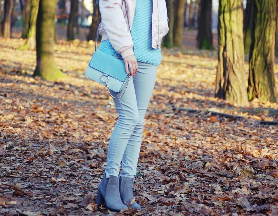 Błękitny sweter Cosmos Moda