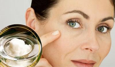 Nettoyez votre visage avec ça tous les jours et regardez les taches et les rides diminuer
