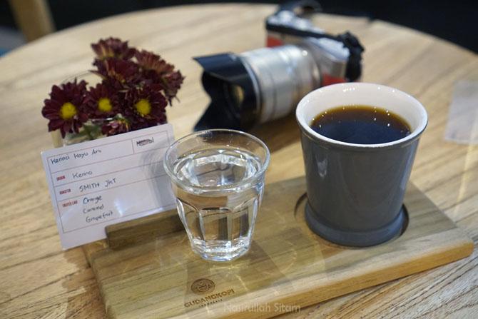 Seduhan kopi kerinci, lengkap dengan informasi pada kertas