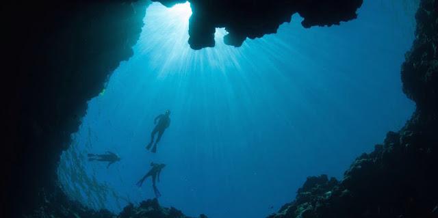 Menjelajah Lubang Biru Bahama