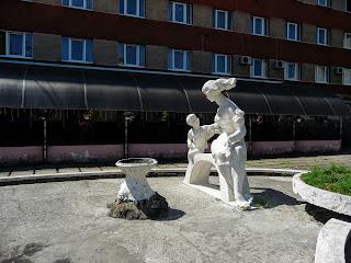 Калуш. Вул. Підвальна. Готель-ресторан «Асторія». Скульптура
