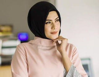 Kiki Kinanti Pakai Hijab