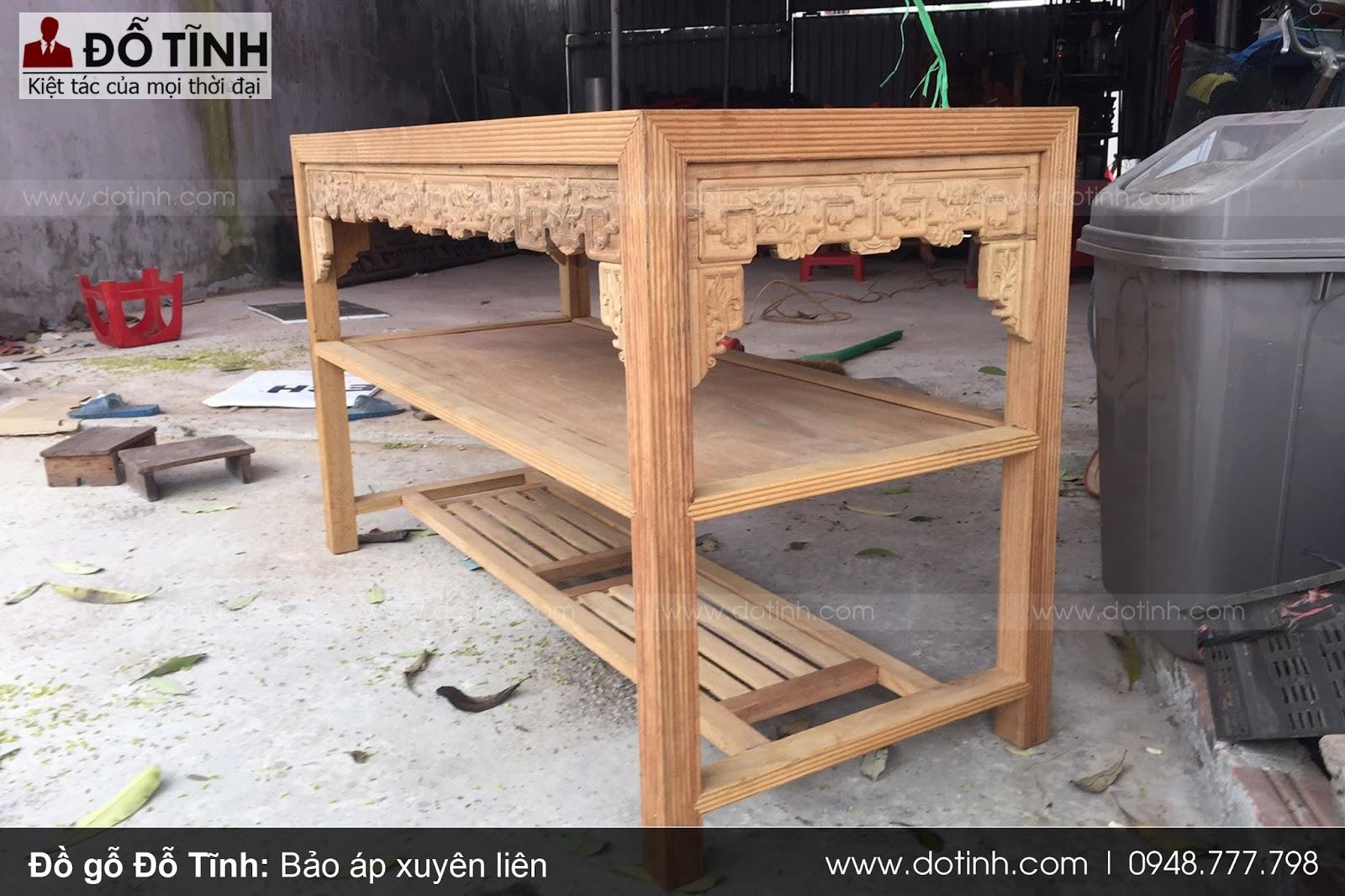 Kiểm tra chất liệu gỗ trường kỷ trước khi mua (Ảnh: Dotinh.com)