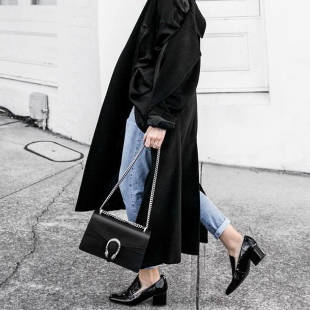 basicos de media estacion, leggins de cuero, chaqueta de cuero, mocasines, zapatos, chatas, cuales son los basicos de todo el año, ruanas, ponchos, estilo, fashion, moda