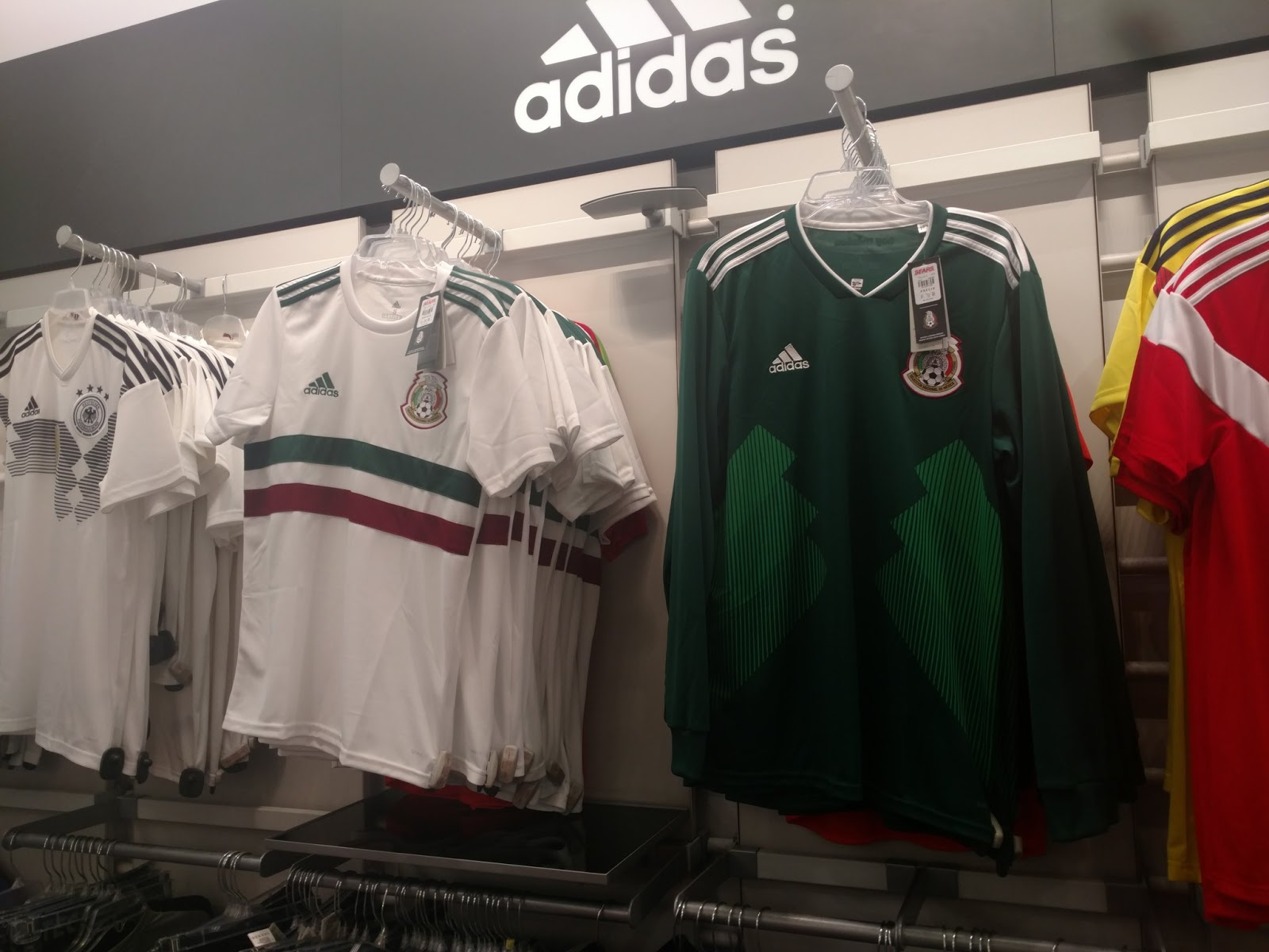 77002cfd3 Update  New real pictures of the Mexico 2018 World Cup away kit have been  leaked (via  Baya087). The new Mexico 2018 away jersey is set for a release  next ...
