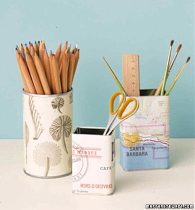 Tempat pensil akan terlihat lebih cantik jika dilapisi dengan kertas peta