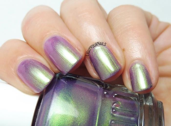 Smalto duocromatico verde viola Duri Cosmetics Divas Only purple green duochrome nail polish #duricosmetics #lightyournails