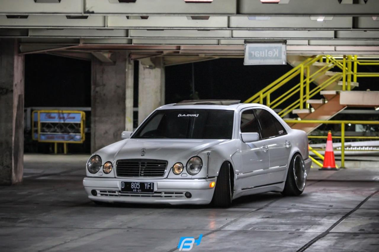 Mercedes Benz W210 E320 Stance Benztuning