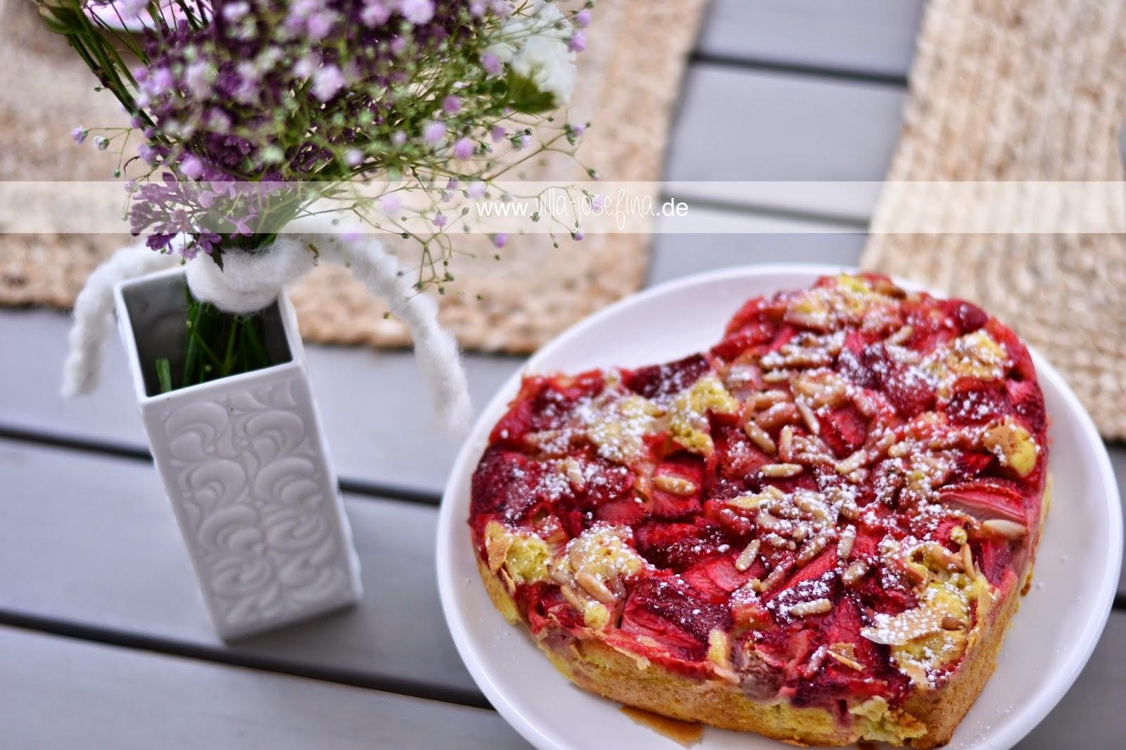 villa josefina erdbeer rhabarber kuchen mit pinienkernen zum muttertag und gewinnerin. Black Bedroom Furniture Sets. Home Design Ideas