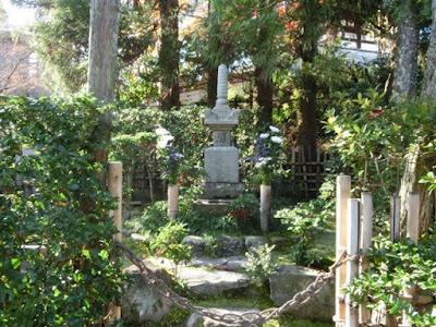 源頼政の墓