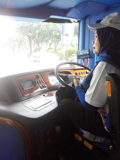 Salah satu driver bus wisata Jakarta