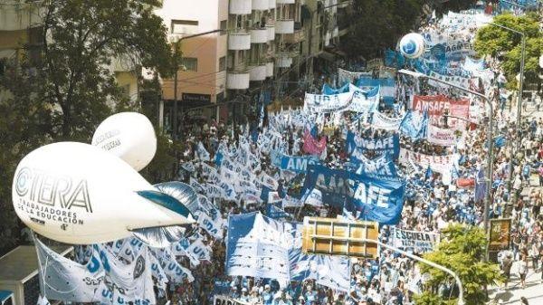 Gobierno argentino quiere 8 años de prisión por desobedecer a policías