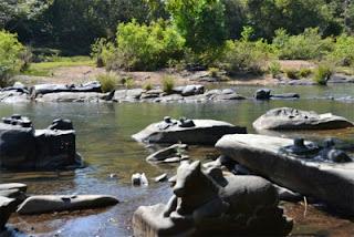 esculturas em pedras