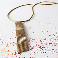 http://www.ohohdeco.com/2012/12/pasta-necklace-2.html