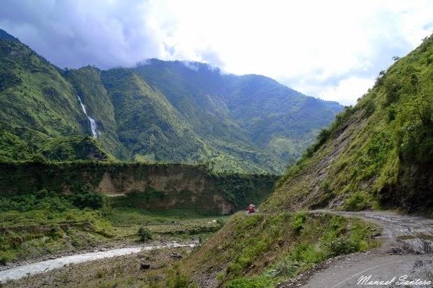 In autobus verso Tatopani