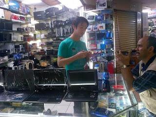 penjual barang laptop