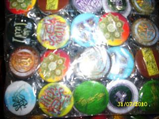 http://www.soppys.com/2015/04/souvenir-pin-murah.html