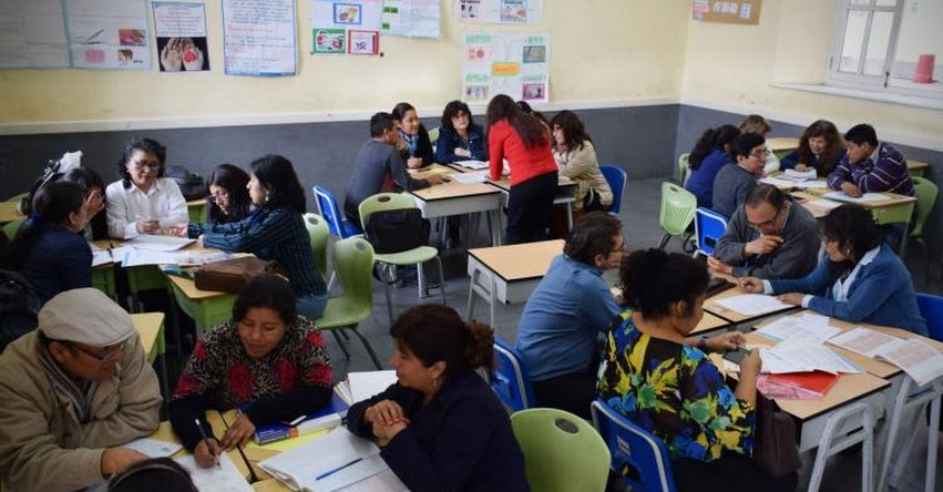 DRELM capacitará a docentes de educación secundaria - www.drelm.gob.pe