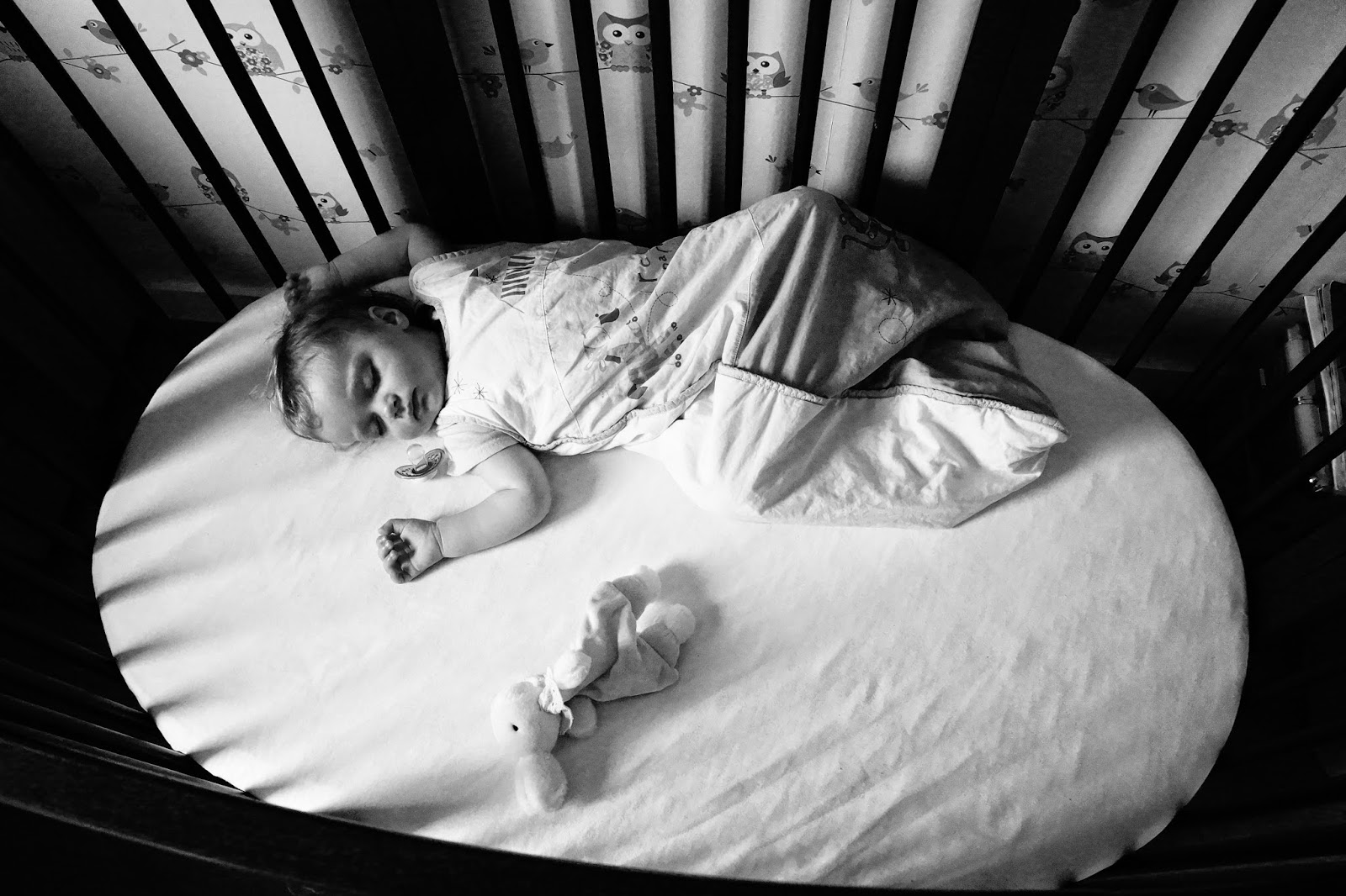 black and white baby sleeping cot