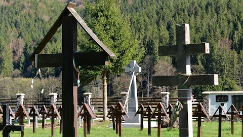 Cimitirul militar din Valea Uzului - Ministerul Culturii susţine că sola amenajată de Primăria Dărmăneşti nu poate fi inaugurată