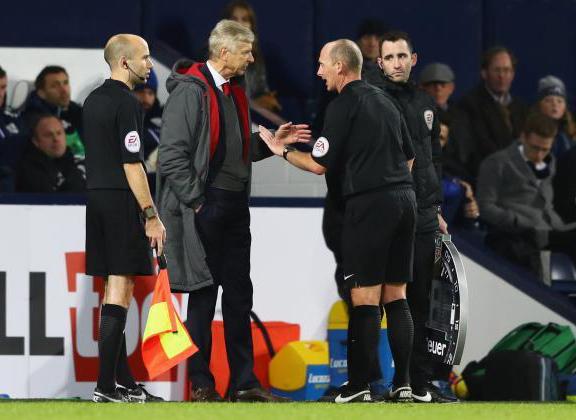 Vạ miệng, Wenger lâm nguy trước đại chiến