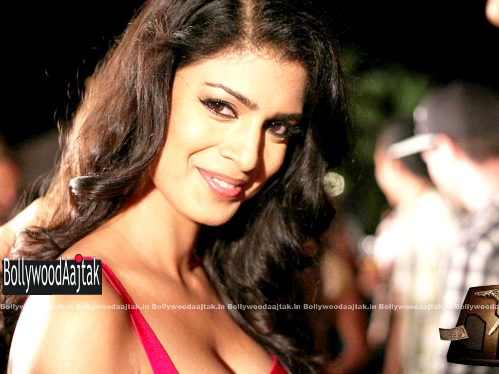 Tena desae in spicy stills from the movie table number 21