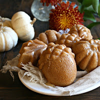 Maple-Glazed-Autumn-Spice-Treat-Cakes-3