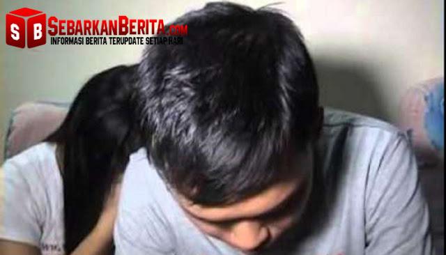 Berduaan Semalaman di Kamar, Pasangan ABG Ini Digerebek Warga, Lalu Diarak ke Kantor Polisi
