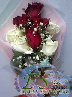 bunga tangan mawar putih minimalis