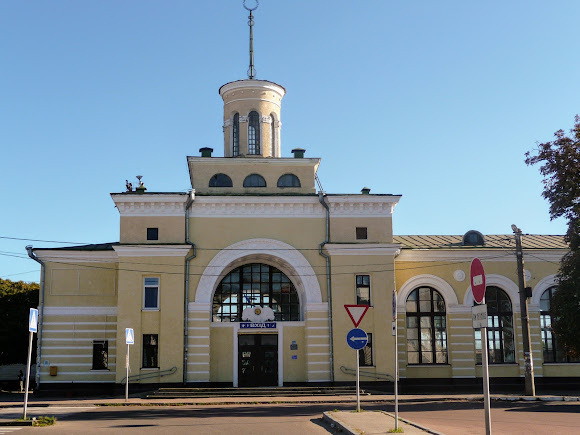 Бердичів. Залізничний вокзал і автостанція