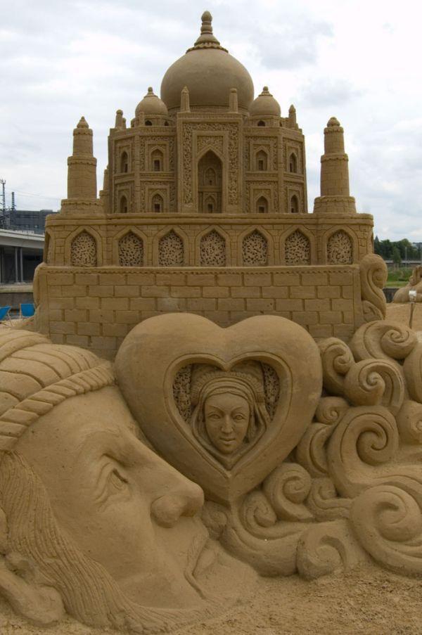 Fashion and Art Trend: Sand Art Sculpture