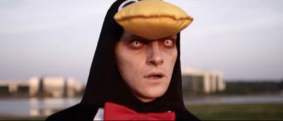 Zombie in a Penguin Suit. Uno Zombie vestito da pinguino