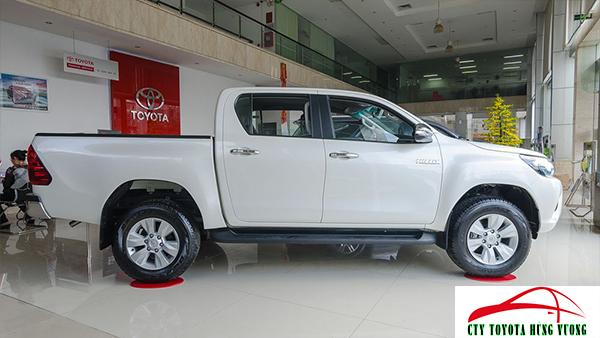 Giá xe, thông số kỹ thuật và đánh giá chi tiết bán tải Toyota Hilux 2018 nhập khẩu - ảnh 9