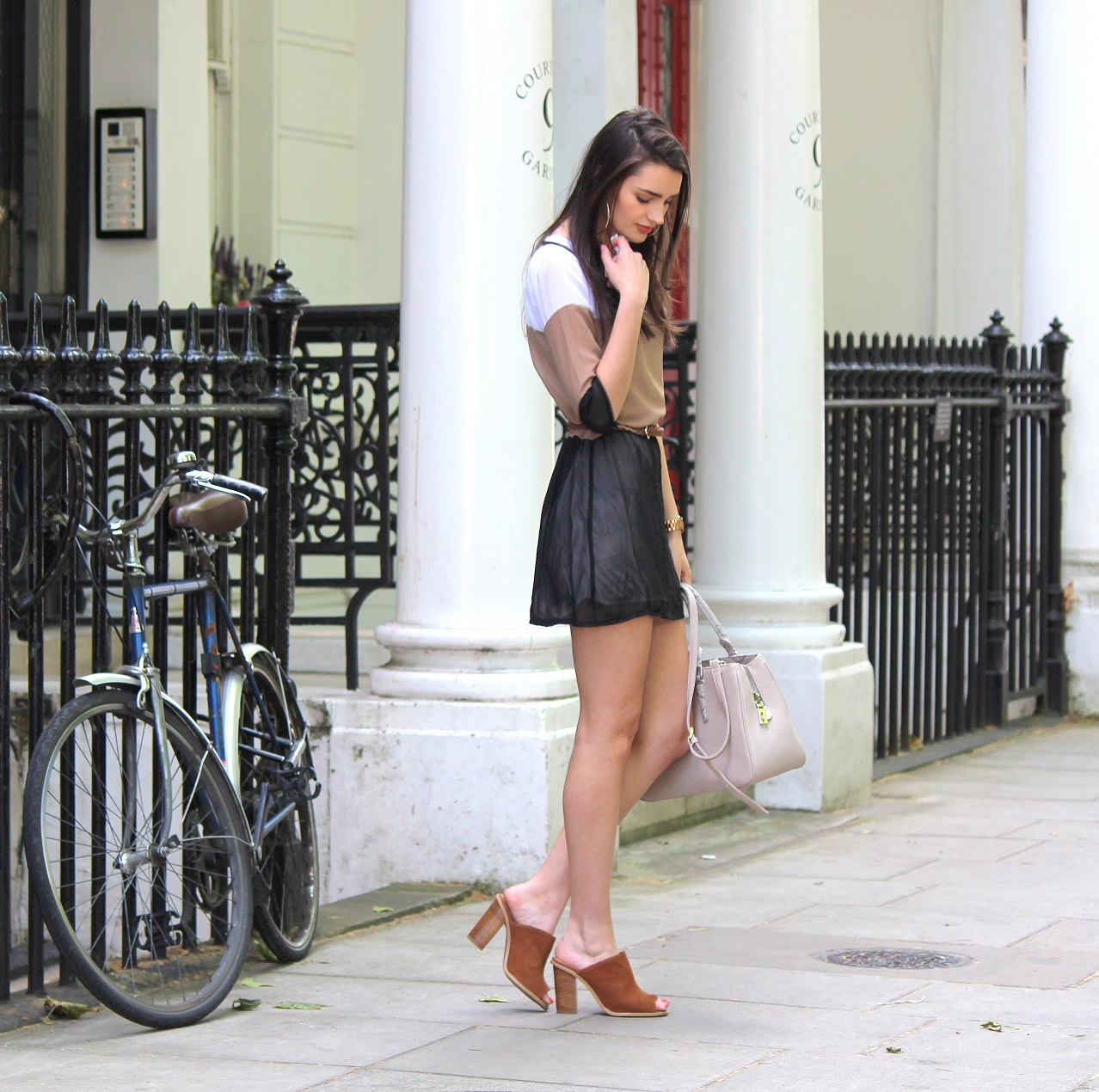 peexo fashion blogger wearing tri-tonal dress and suede mules