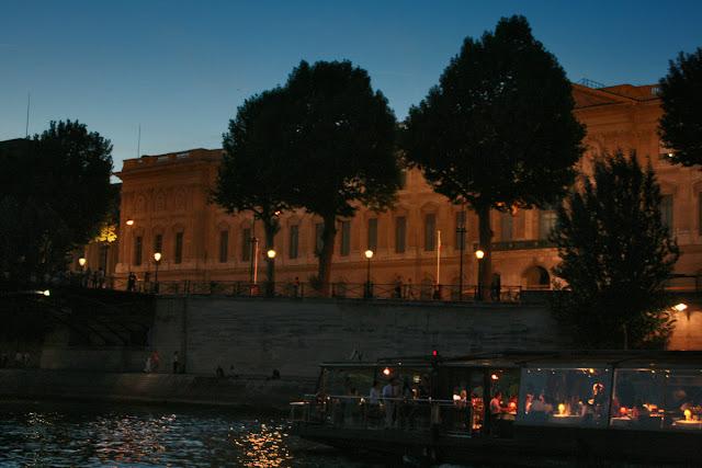 Pont du Carrousel. Seine. Paris. Мост Каррузель. Сена. Париж.