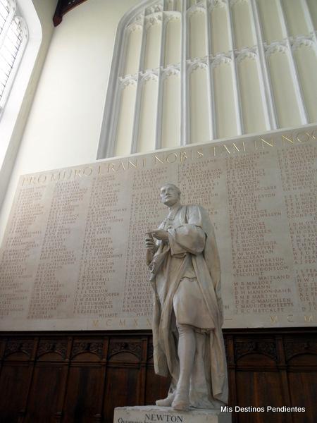 Estatua de Newton en el Trinity College (Cambridge, Inglaterra)