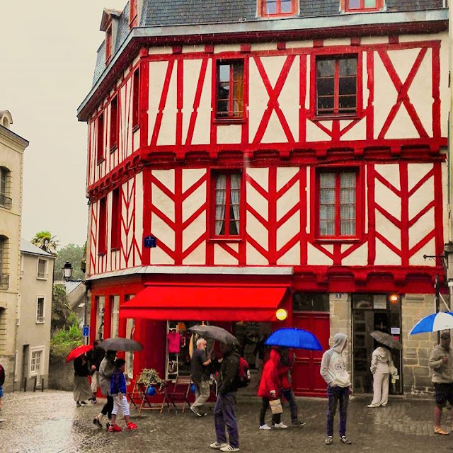 A Rainy Day in Center Ville I Vannes I Brittany I France I Travelling Hopper I