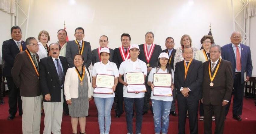 UNFV: Premian a los primeros puestos del Examen Ordinario de admisión a la Universidad Nacional Federico Villarreal - www.unfv.edu.pe