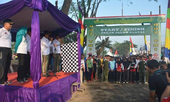 Ribuan Peserta Ramaikan Gerak Jalan Santai HUT TNI ke-72