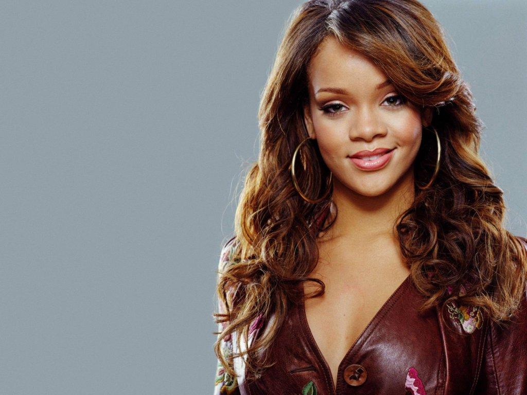 Rihanna: Rihanna & Her Extraordinary Hairstyle Look