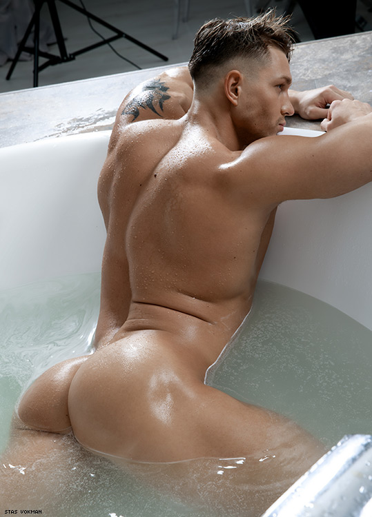 Men in bath hot naked