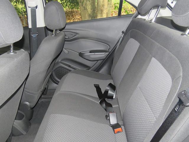 Chevrolet Onix LT 2018 - espaço traseiro