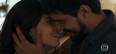 Jamil (Renato Góes) vai pedir Laila (Julia Dalavia) em casamento em Órfãos da Terra