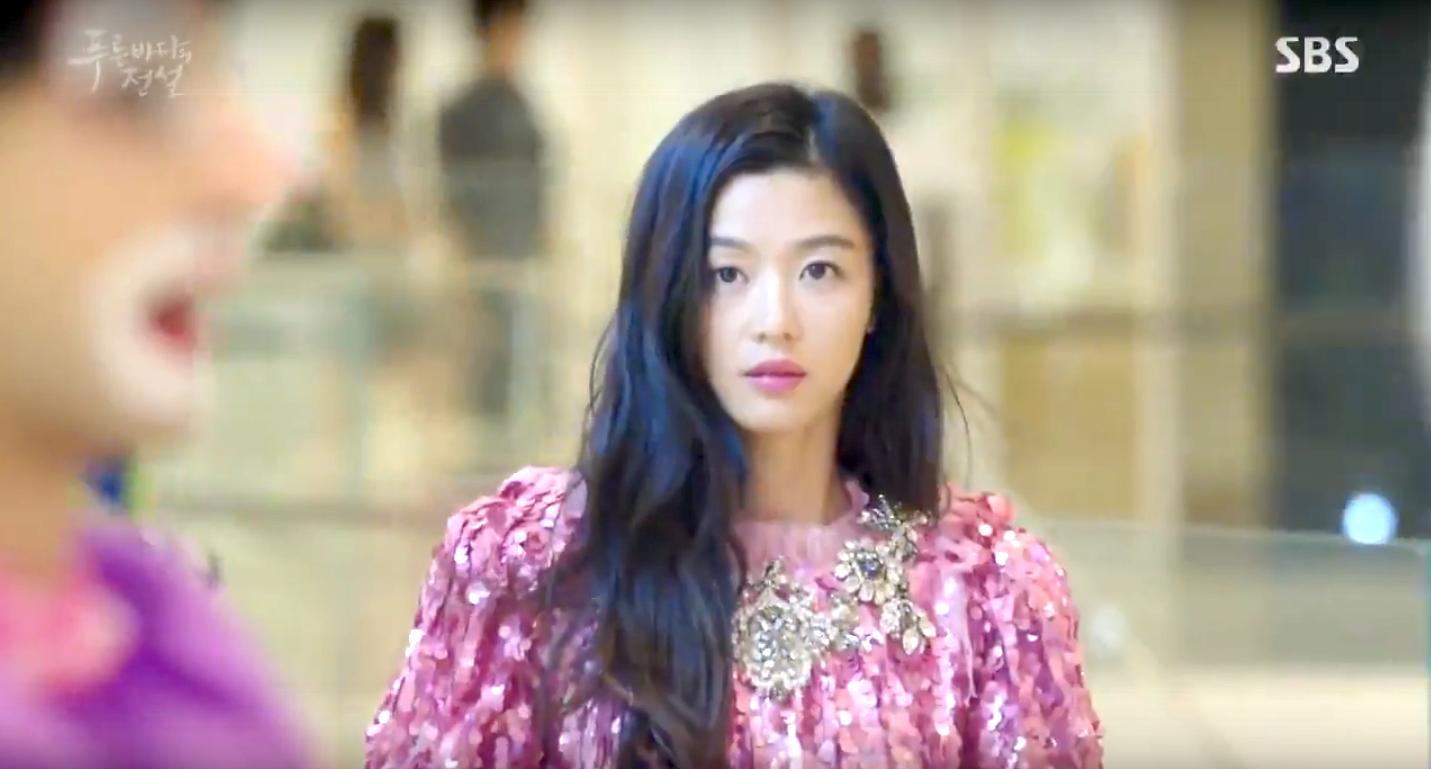 Jeon Ji Hyun and Gulnezer wearing the same pink sequin dress